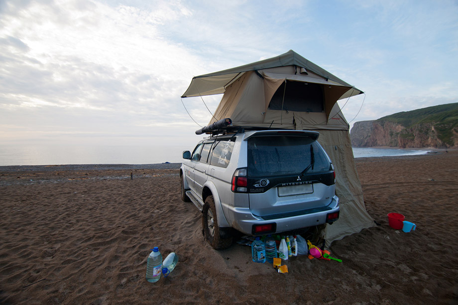 Pajero with rooftop tent